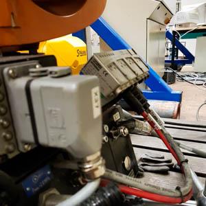 Roboterfuss mit Steckern