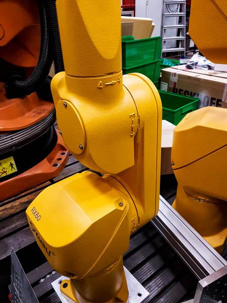 Stäubli RX60 Roboter